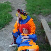Клоуны устали.