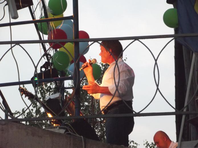 Пою на концерте