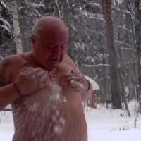 Снег, и днём и ночью - белый снег ))