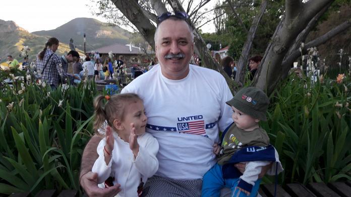 Я с внучатами в Коктебеле Дашуля и Илюша