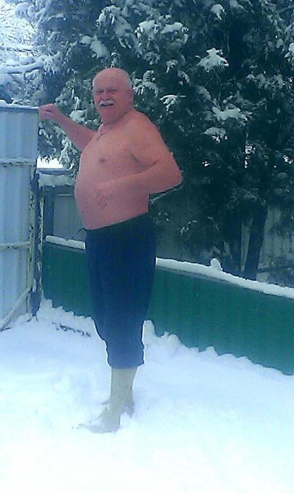 Сегодня праздник у меня, я рад белому снегу.....